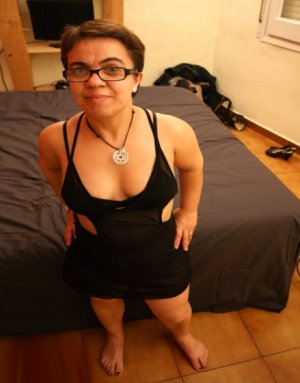 Twiggy outcall escorts in Galesburg, IL